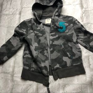 Old Navy Shirts & Tops - 🌟3/$10 5T Old Navy boys grey camo hoodie toddler